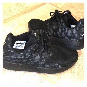 Jordan sneakers black